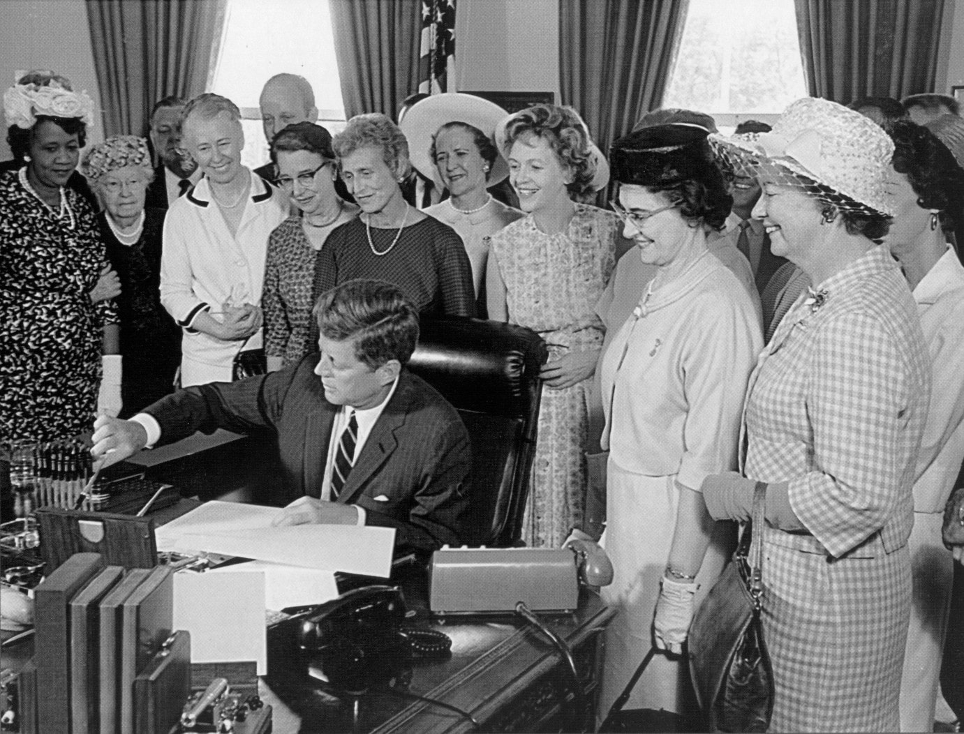 equal pay act of 1963 an I learned about the equal pay act of 1963 and i was not sure what it all meant, but i definitely found it to be quite interesting 20 people found this helpful the job that we have advertised is required to pay the same to both men and women due to the equal pay act of 1963 17 people found this.