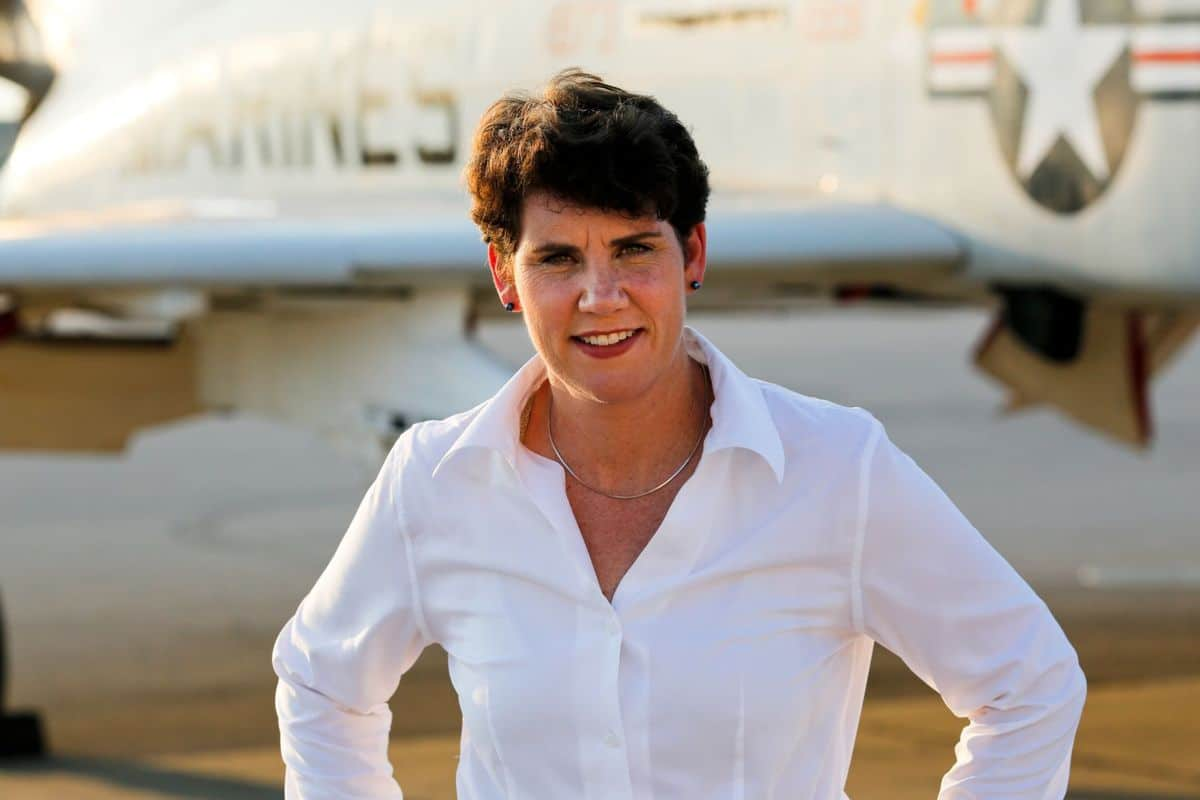 Female Fighter Pilot Runs for Congress
